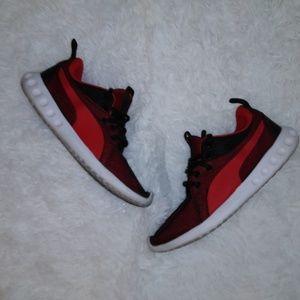 Boy's PUMA sneakers